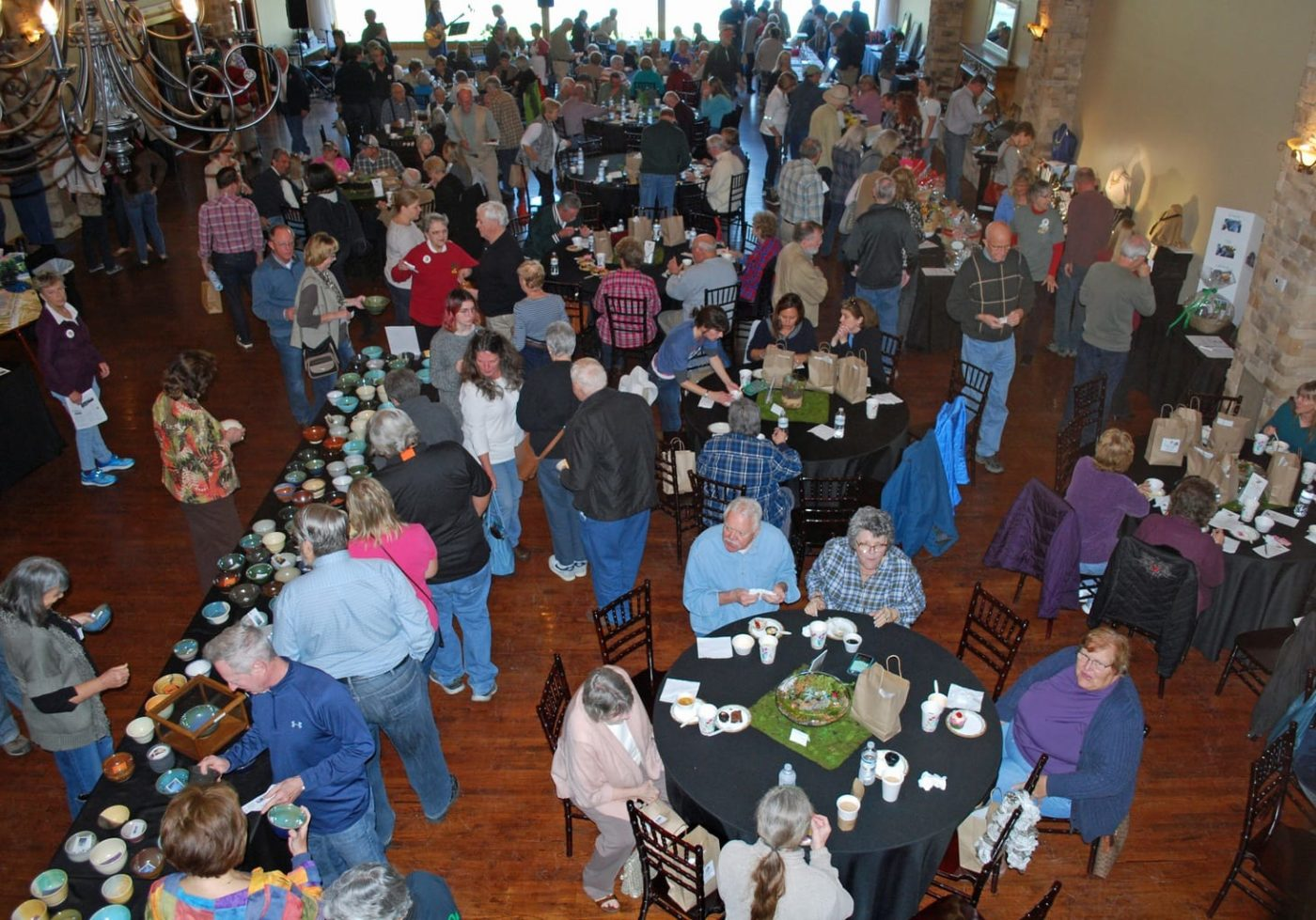 An overhead view of the crowd at Willow Creek Falls for Bowls of Hope.
